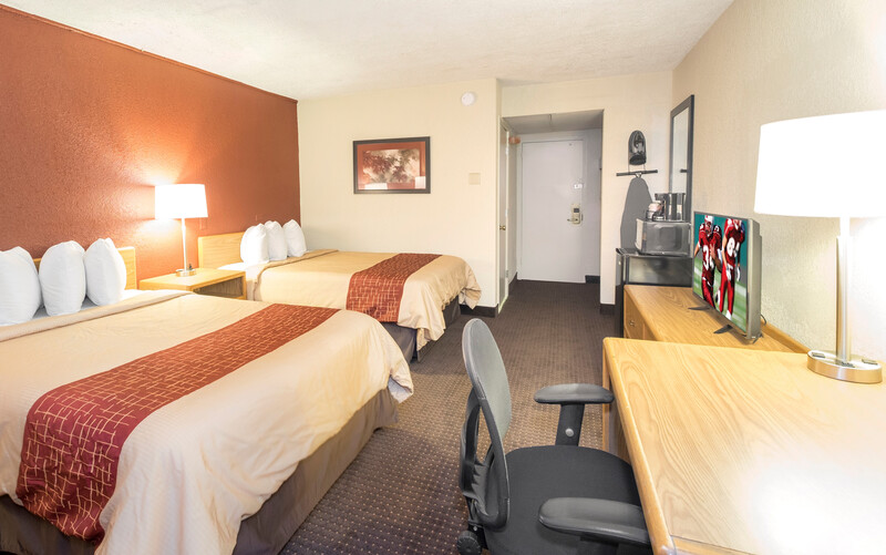 Red Roof Inn Williamsport, PA Deluxe Double Bed Room