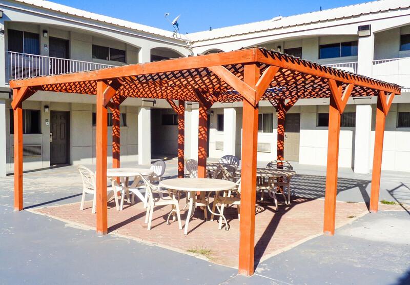 HomeTowne Studios Odessa Outdoor Courtyard