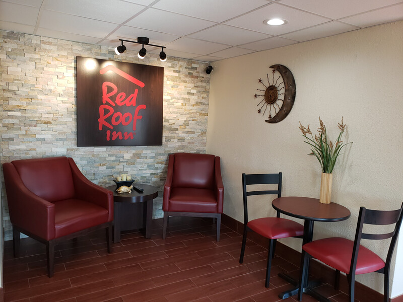 Red Roof Inn Portsmouth - Wheelersburg, OH Front Lobby Sitting Area Image