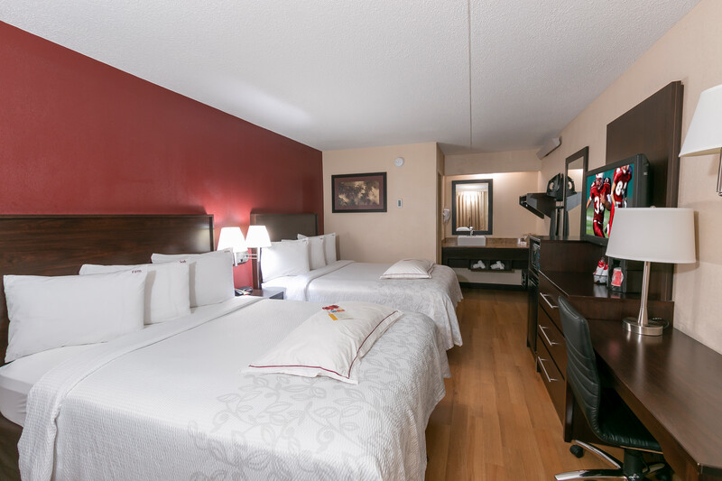 Red Roof PLUS+ West Springfield Premium Double Bed Room