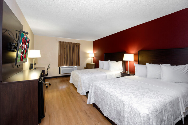 Red Roof PLUS+ & Suites Opelika Deluxe Double Bed Room