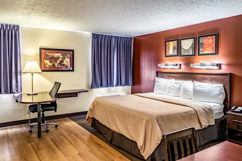 Red Roof Inn Columbus - Taylorsville Single King Room