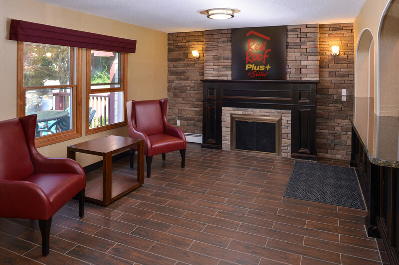 Red Roof PLUS+ & Suites Guilford Lobby Sitting Area Image