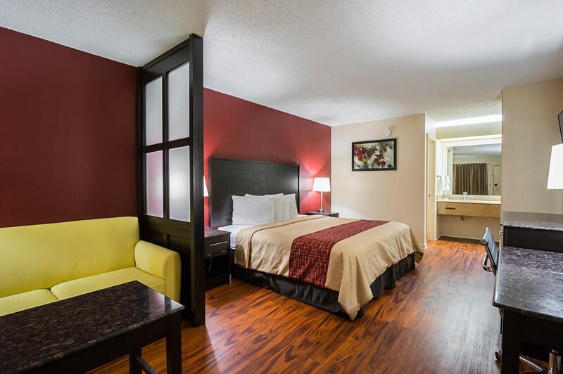 Red Roof Inn & Suites Scottsboro Single Bed Suite Image