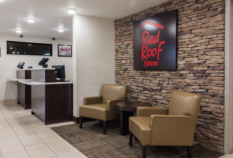 Red Roof Inn Chattanooga Airport Front Desk and Lobby Image