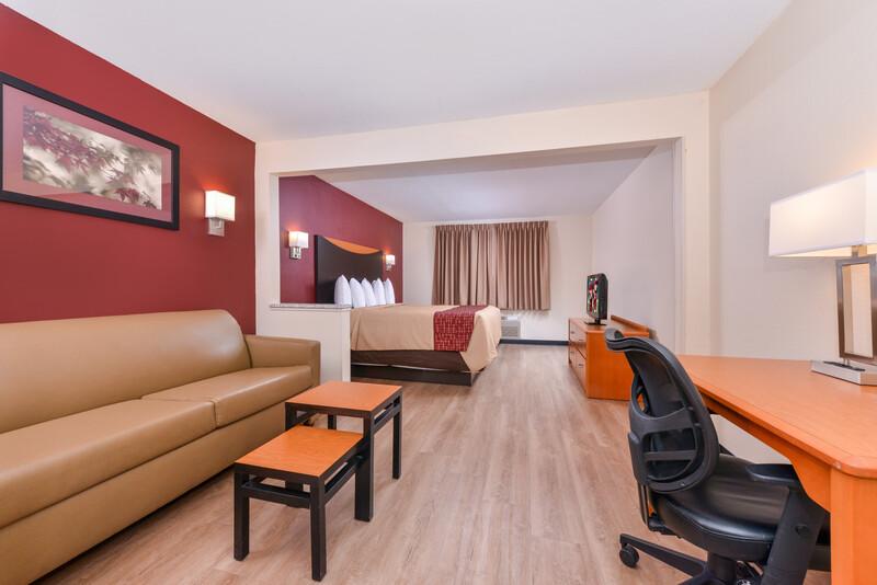 Red Roof Inn & Suites Danville, IL King Suite