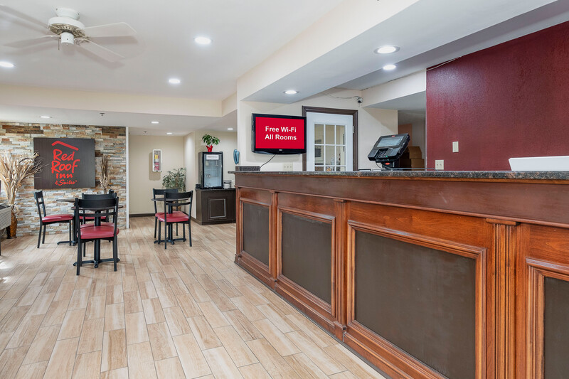 Red Roof Inn & Suites Rome, GA Lobby and Front Desk Image