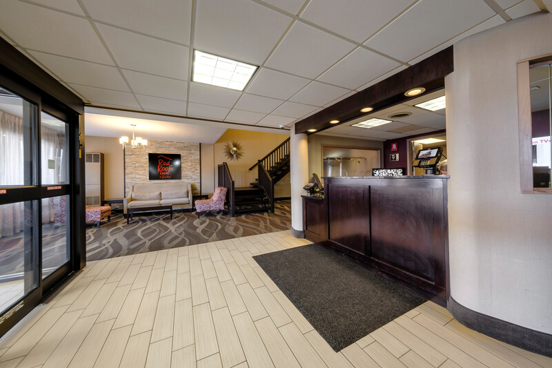 Red Roof Inn & Suites Newburgh – Stewart Airport Front Desk and Lobby Image