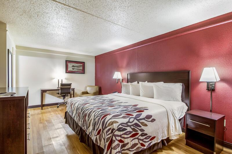 Red Roof Inn Houston East - I-10 Single King Room Image