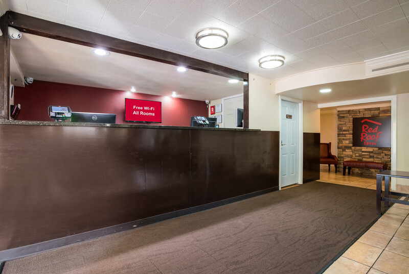 Red Roof Inn Dallas - Richardson Front Desk and Lobby Image
