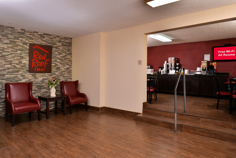 Red Roof Inn Cartersville Front Desk and Lobby Area
