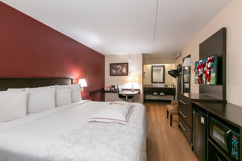 Red Roof PLUS+ Atlanta - Buckhead Premium King Room