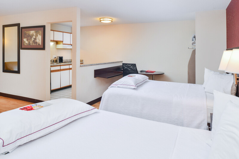 Red Roof PLUS+ & Suites Guilford Double Bed Image