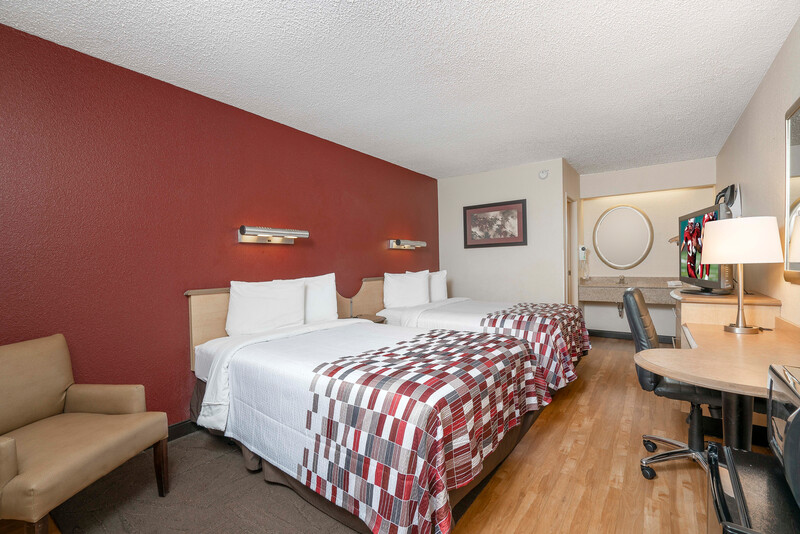 Red Roof Inn Greenville Deluxe Double Bed Room Image