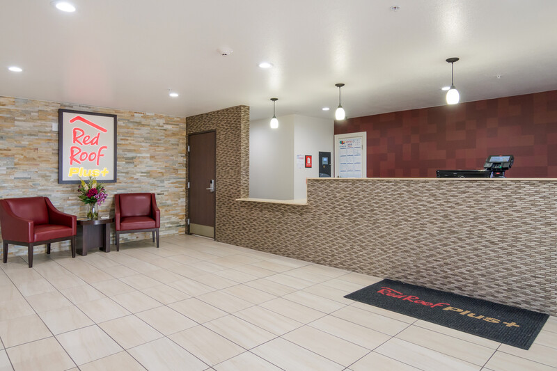 Red Roof PLUS+ Fort Worth - Burleson Lobby Sitting Area Image