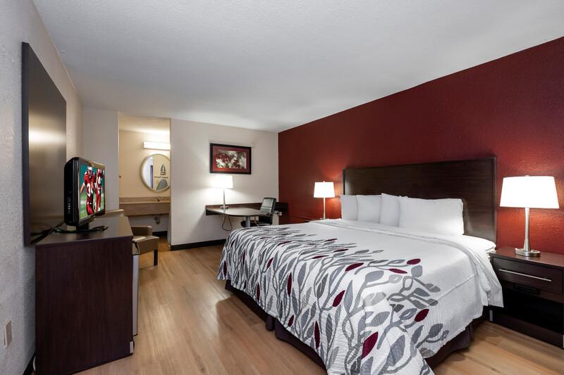 Red Roof Inn Winchester, VA Single King Room Image Details