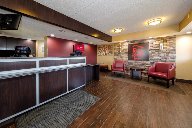 Red Roof Inn Lansing East - MSU Front Desk and Lobby