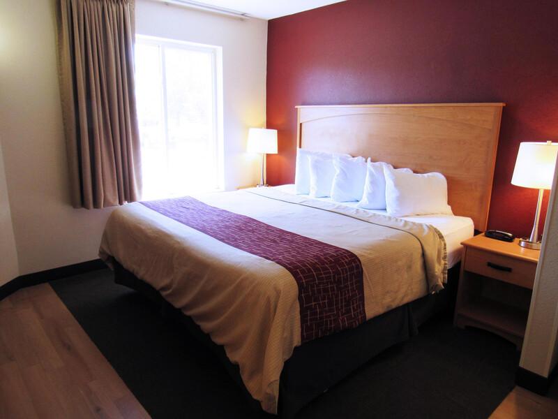 Red Roof Inn Fargo – I-94/Medical Center Single King Room Image