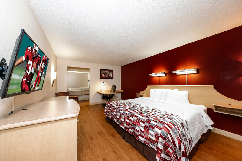 Red Roof Inn & Suites Wytheville Superior King Room Image