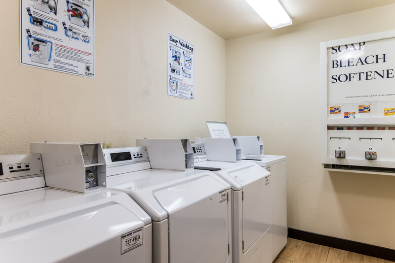 Red Roof Inn Seattle Airport - SEATAC Guest Coin Laundry Facility Image
