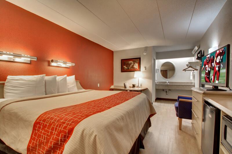 Red Roof Inn St Louis - Westport Superior King Room
