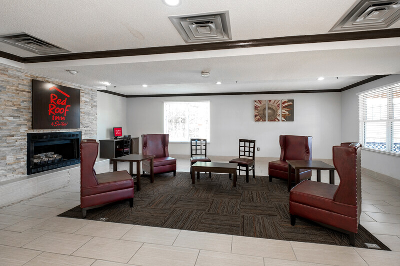 Red Roof Inn & Suites Corbin Lobby Sitting Area Image