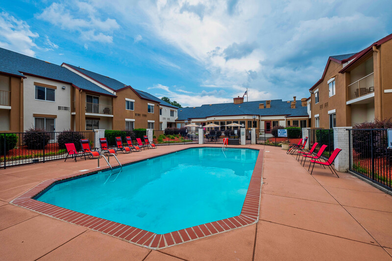Red Roof PLUS+ & Suites Knoxville West-Cedar Bluff Swimming Pool