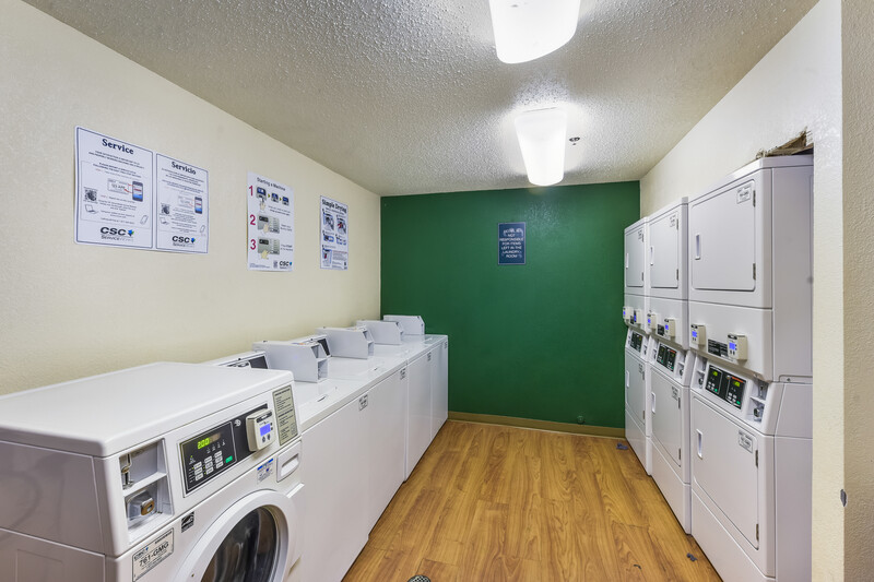 HomeTowne Studios Dallas - North Addison/Tollway Guest Coin Laundry