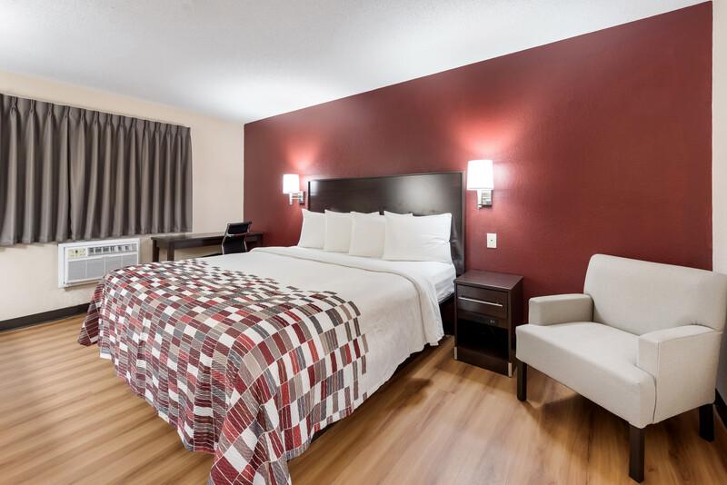 Red Roof Inn Findlay Single King Room Image