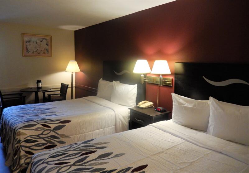 Red Roof Inn Harrisonburg, VA Deluxe Double Room Image
