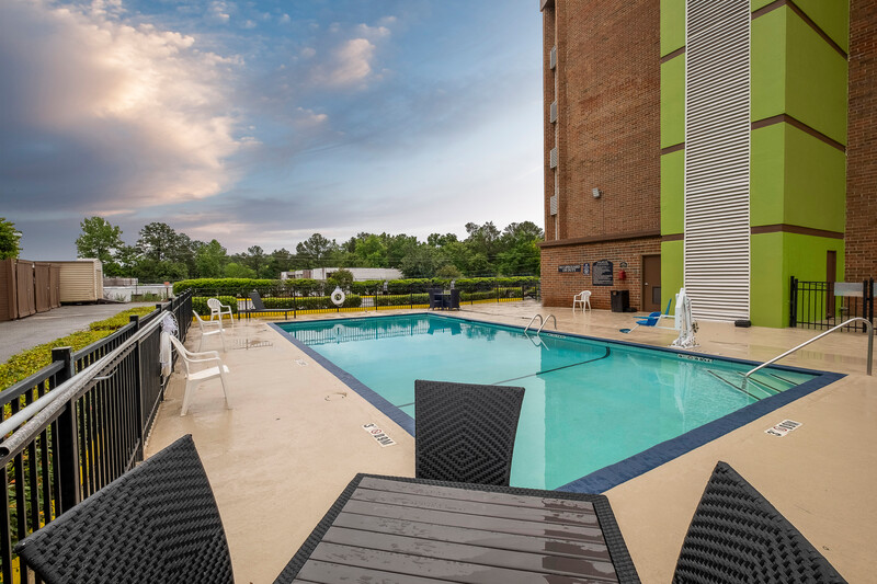 Red Roof Inn & Suites Macon Outdoor Swimming Pool