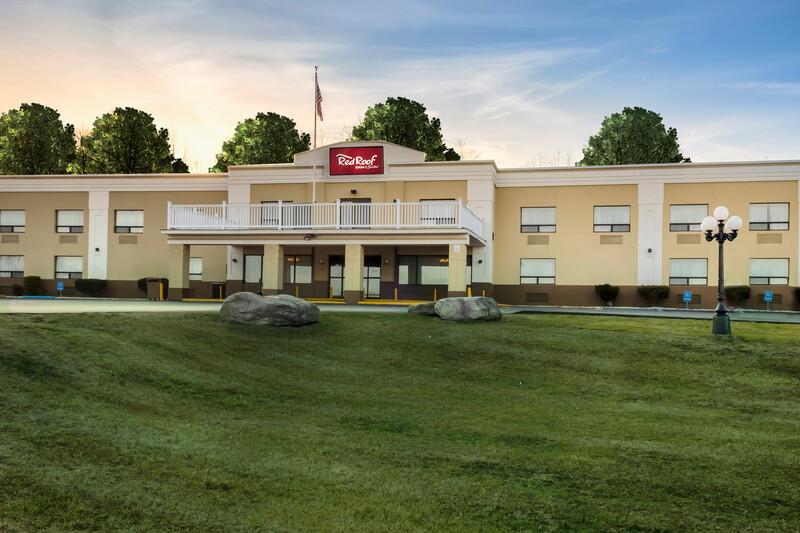 Red Roof Inn & Suites Newburgh – Stewart Airport Property Exterior Image