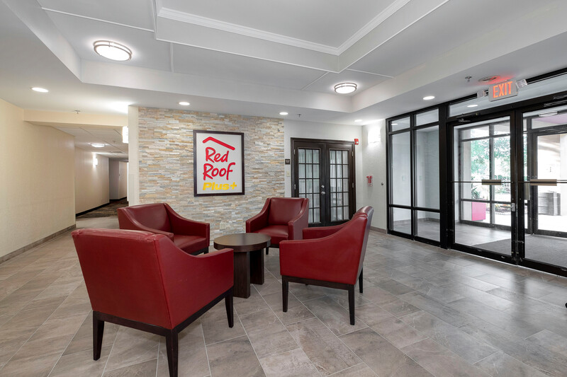 Red Roof PLUS+ Jacksonville - Southpoint Lobby Sitting Area Room