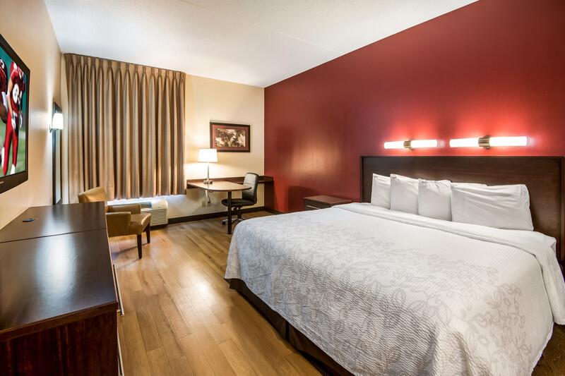 Red Roof PLUS+ South Deerfield - Amherst Single King Room Image
