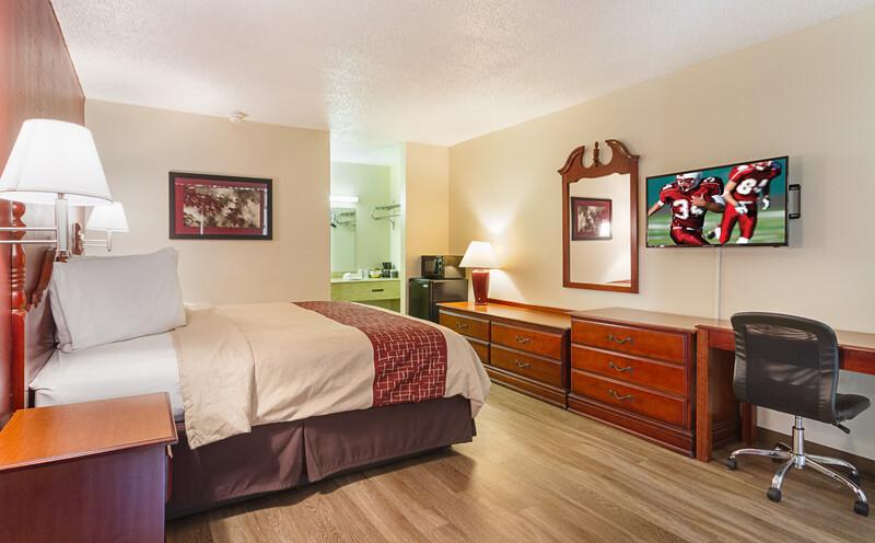 Red Roof Inn Montgomery - Midtown Single King Room Image