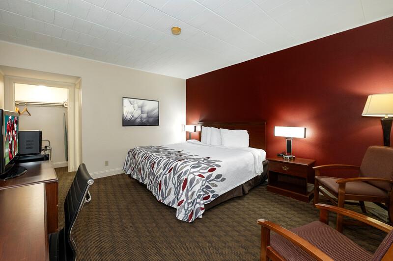 Red Roof Inn & Suites Hazleton Single King Room Image Details