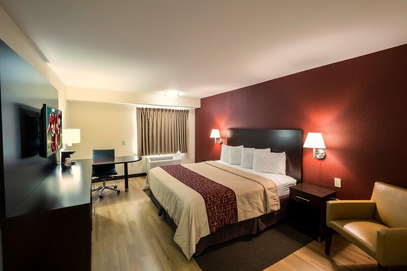 Red Roof PLUS+ Houston - Energy Corridor Single King Bed Image