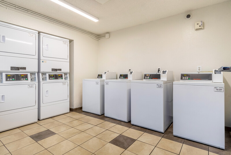 Red Roof Phoenix - Midtown Guest Coin Laundry Facility Image