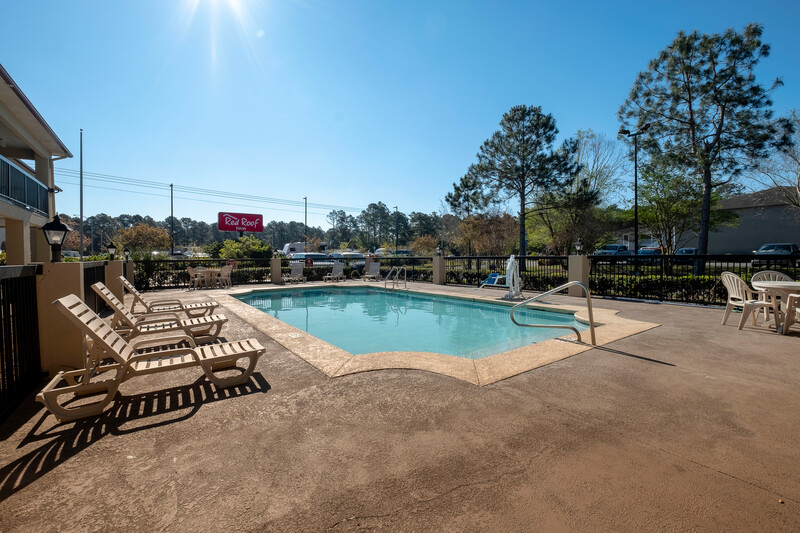 Red Roof Inn Gulf Shores Outdoor Swimming Pool Image