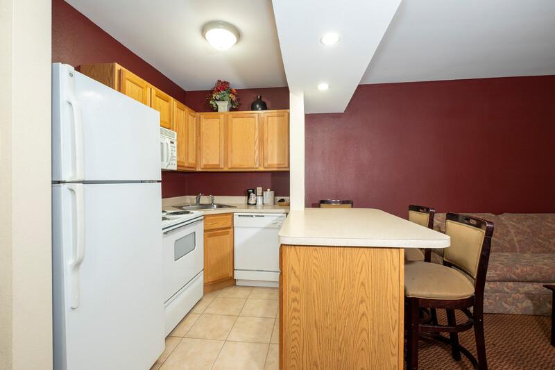 Red Roof Inn & Suites Hazleton Kitchen Suite Room Image