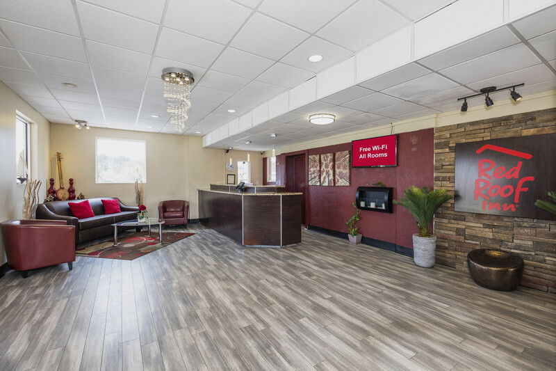 Red Roof Inn Walterboro Front Desk and Lobby Area Image