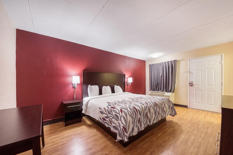 Red Roof Inn San Antonio I-35 North Single King Room Image