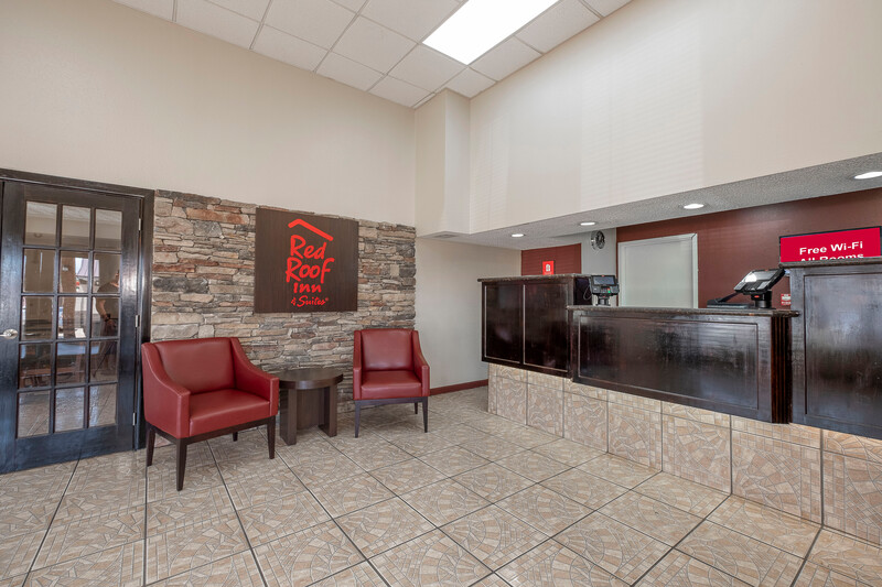 Red Roof Inn & Suites Bossier City Front Desk and Lobby