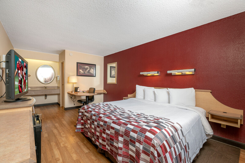 Red Roof Inn Syracuse Single King Bed Room Image Details