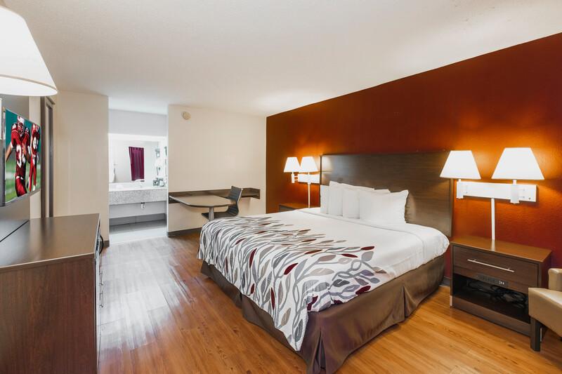 Red Roof Inn Walterboro Single King Room Image