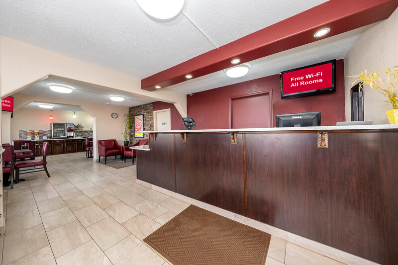 Red Roof PLUS+ Huntsville - Madison Lobby Image