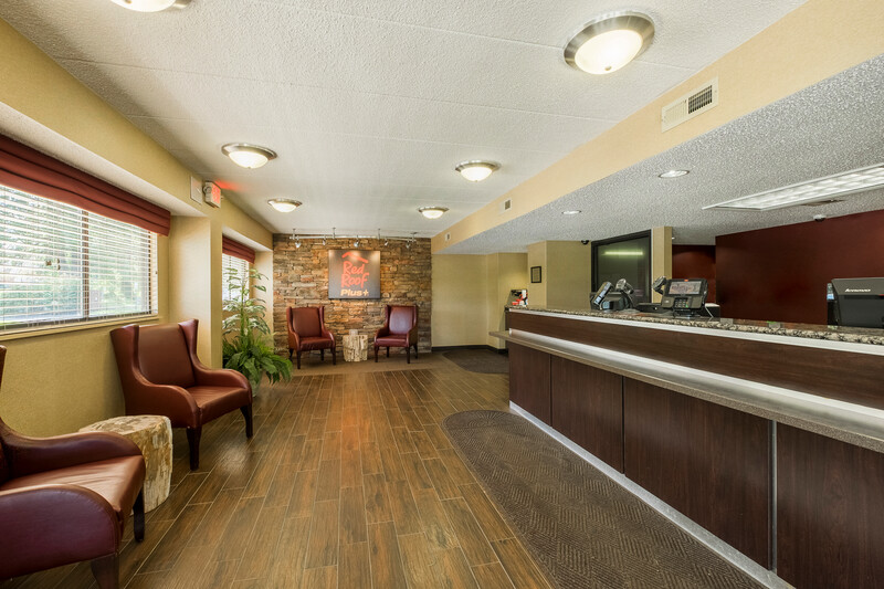 Red Roof PLUS+ Wilmington - Newark Front Desk and Lobby Image