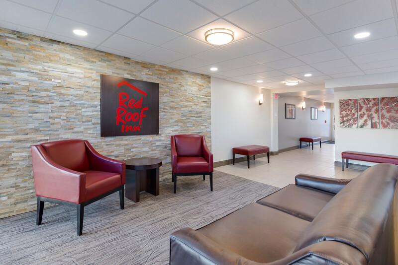 Red Roof Inn Dayton - Moraine/U of Dayton Lobby Sitting Area Image