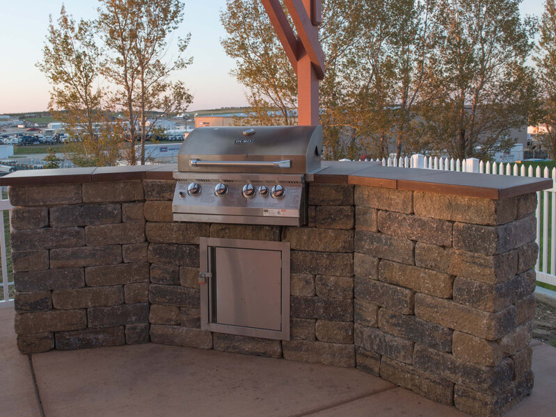 Red Roof Inn & Suites Dickinson Outdoor Grilling Area Image