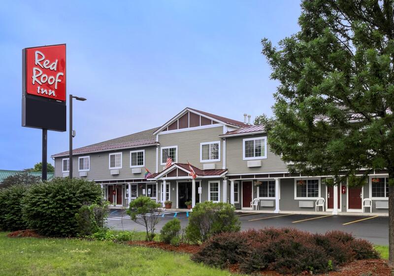Red Roof Inn Glens Falls - Lake George Exterior Property Image
